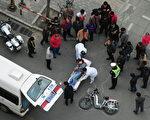 近日發生在廣東省的幾起車禍意外事故引發社會關注。圖為2011年4月5日北京街頭發生的一起車禍意外(FREDERIC J. BROWN / AFP ImageForum)