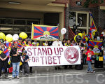 近200名藏人在悉尼中領館前集會,呼籲澳政府關注西藏局勢,敦促中共停止鎮壓,以和平非暴力的方式解決西藏問題。(攝影:陳晨/大紀元)