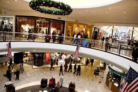美國前10購物狂城市,華盛頓特區居民以每月在衣服鞋帽開支平均近265美元而名列榜首。圖為華盛頓泰森斯角購物中心。(圖片來源:Brendan Hoffman/Getty Images)