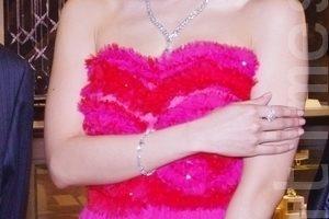 為珠寶店開幕代言 侯佩岑最愛金鑽飾品