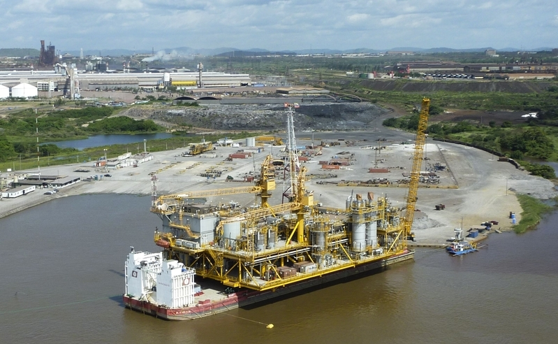 圖為2011年7月28日,委內瑞拉國有石油公司PDVSA在委內瑞拉的奧裏諾科河(Orinoco)首建的石油平台。(RAMON SAHMKOW/AFP/Getty Images)