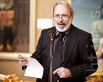 Fred Ross先生在新唐人電視臺第三屆「全世界華人人物寫實油畫大賽」開幕暨頒獎儀式上致辭。(攝影﹕愛德華∕大紀元)