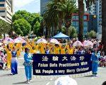 西澳首府珀斯(Perth)於二零一一年十二月四日舉行了盛大的聖誕節大遊行,數十萬觀眾冒著38.5攝氏度的高溫在現場觀看,西澳法輪功學員在遊行中展示了法輪功功法、中國民間腰鼓、舞龍以及扇子舞。