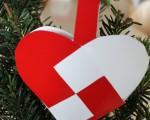 在丹麥最常見的聖誕樹裝飾是聖誕心,據說聖誕心是安徒生發明的。(攝影:吳馨/大紀元)