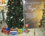 坎培拉購物中心內的「天使樹」,樹下是人們捐贈的聖誕禮物。(攝影:夏墨竹/大紀元)