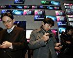 韓國三星集團生產的手機,以相對便宜的價格,受到廣大民眾的喜愛(Staff: Chung Sung-Jun / 2010 Getty Images)
