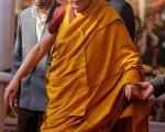 孟买警方近日接获情报,指六名在西藏出生的中国人将持商业签证进入印度,并将试图伤害正在印度佛教圣地菩提伽耶主持宗教仪式的达赖喇嘛。(DIPTENDU DUTTA/AFP ImageForum)