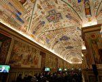 梵諦岡博物館的文物中,當數米開朗基羅在側邊西斯廷教堂上,留下的《創世紀》及《最後的審判》的驚世鉅作壁畫,最令人驚嘆不已!(Eric Vandeville/Vatican Pool/Getty Images)
