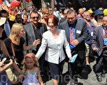 澳洲總理吉拉德攜家人親臨墨爾本唐人街龍年慶典。(攝影:陳明/大紀元)