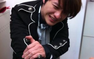 李佳峰魔術秀巡演 手指不慎被車門夾傷