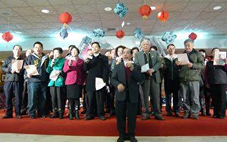 许学传从14岁参赛至今83岁,领合唱优胜的创作歌谣。 (摄影:彭瑞兰/大纪元)