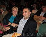 2月3日晚,利伯曼(John Lieberman)先生與太太Heather Lieberman在辛辛那提阿羅諾夫藝術中心一起觀看了演出。(攝影:康浩行/大紀元)
