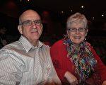 退休醫生齊格勒(Zeigler)夫婦在觀看完2012年2月3日晚辛辛那提的神韻演出後讚歎:「演出給我們留下了絕妙的印象,她是這麼的與眾不同。」(攝影:路查理/大紀元)