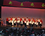 主辦團體立石教會表演家庭合唱「恭喜新年」。(攝影:世桑/大紀元)