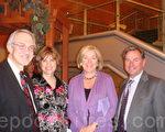 左邊是馬丁先生和太太,右邊是羅德瑞克太太和先生。(攝影:滕冬育/大紀元)