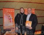 美國俄亥俄州Hamilton郡的行政官西格曼先生偕太太,一同欣賞了2月4日晚辛辛那提的神韻演出。(攝影:陸查理/大紀元)