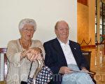 海威格夫婦觀看了2月11日下午的神韻演出(攝影:黃海默 /大紀元)