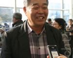 韩国南和土建株式会社科长金东基说,看神韵令人赏心悦目,意犹未尽。(摄影: 李始炯 / 大纪元)