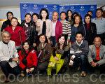 奇異果樂團創辦人藍財源(前排左1)右昌聯合醫院副院長蕭南湘(後排左5)(攝影:羅瑞勳/大紀元)