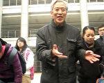 孙文广在餐厅前演讲(孙文广提供)