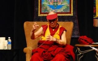 达赖喇嘛访加 哈珀会见 七千人听演讲