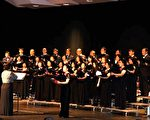 「明德合唱團」在演唱馬思聰的在作品《家鄉》。(攝影:良克霖/大紀元)