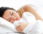 """现代人追求苗条,减肥方法林林总总数之不尽,不过日前美国的一项研究发现,只要逾9小时的睡眠,就能很自然的""""掉肉""""。(Valua Vitaly / Fotolia)"""