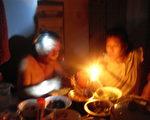 周雪珍家09年8月至10月份被無端停電,明天(5月3日)上午9点正市北供电公司要將她家的電停了(周雪珍提供)