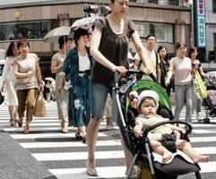 香港父母金錢至上 冀子女做李超人
