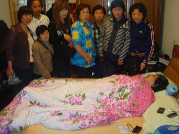 2012年5月19日下午上海访民前往沈佩兰家探望(访民提供)