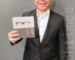 陈奂仁新书《快乐可以很简单》发布,旨在和小朋友分享成长历程,为学生打气。(摄影:祥龙/大纪元)