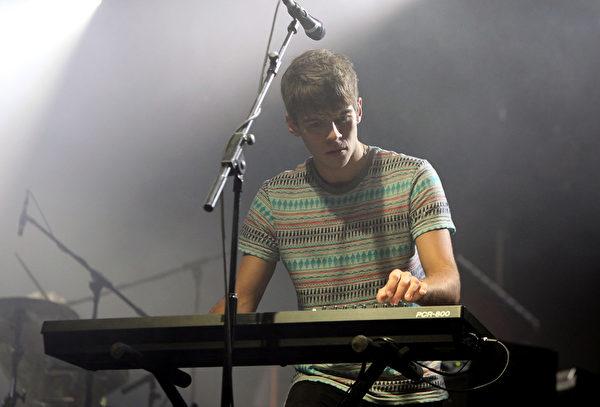 樂團鍵盤手詹姆斯‧萊頓(James Righton)與女星凱拉‧奈特莉訂婚。(Simone Joyner/Getty Images)