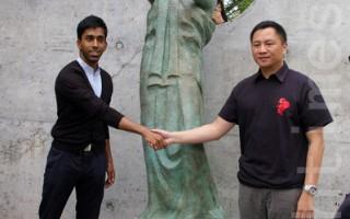 王丹揭幕多伦多自由女神像 勿忘六四