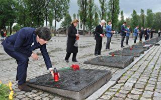 意、荷、德足球队参观奥斯威辛集中营