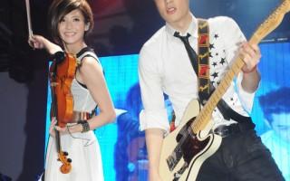 林逸欣周汤豪PK电吉他 成为音乐知己