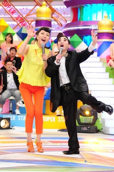 利菁上綜藝節目《紅白紅白我勝利》,與綜藝教母張小燕同台。(圖/台視提供)