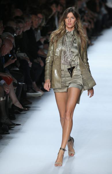 吉賽爾•邦辰在2012巴黎春夏服裝展示會上。(圖/AFP)