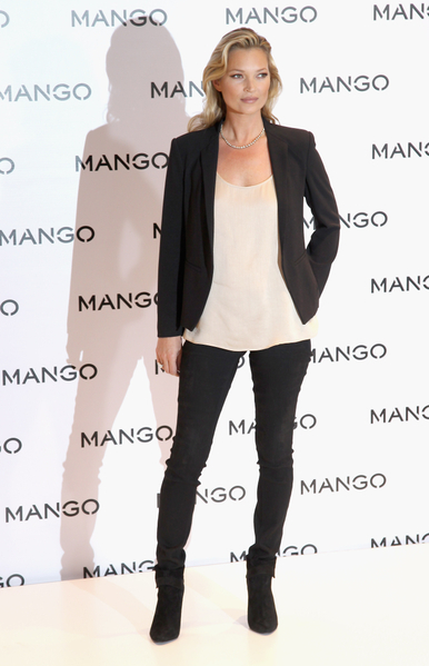 2012年1月24日,凱特•摩斯在倫敦劍橋大街的Mongo Store (圖/Getty Images)