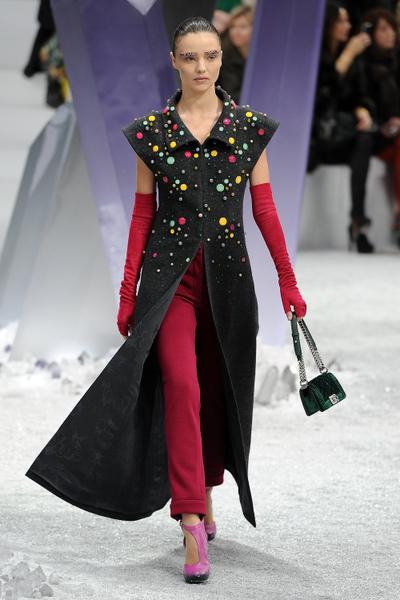 2012年3月6日,米蘭達•可兒在巴黎秋冬時裝展示會上。(圖/Getty Images)