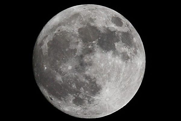 科学家拟建月球望远镜 避开地面信号干扰