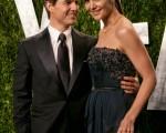 2012年2月湯姆‧克魯斯和妻子凱蒂‧霍姆斯在好萊塢。(圖/AFP)
