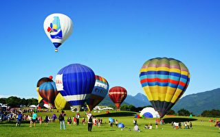 台东蝴蝶兰热气球升空 飞越纵谷