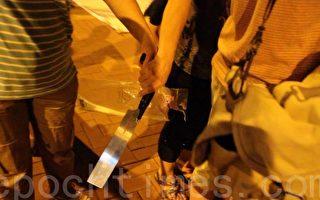 再袭香港真相点 亲共团伙持刀恫吓记者 港议员斥责
