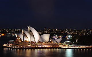 一戰紀念日 拂曉前罌粟花點亮悉尼歌劇院