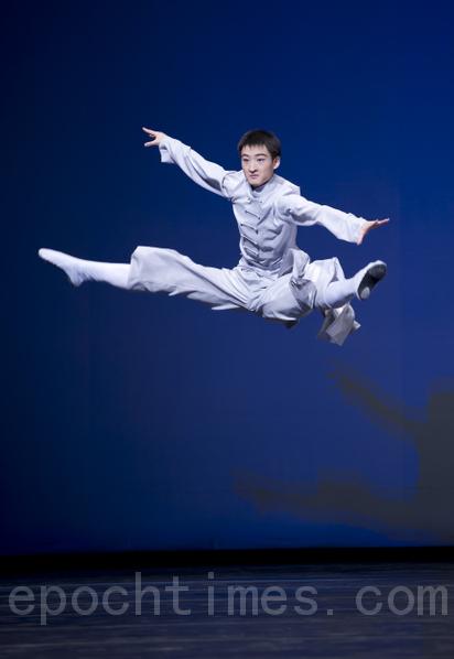 「全世界中國舞舞蹈大賽」至今已舉辦四屆。圖為選手在比賽中。(大紀元)