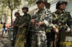 """新疆军警真枪实弹 获命""""遇反抗即击毙"""""""