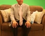 圖︰家世界房地產公司總裁謝宗煌分析買賣投資房產要訣。新唐人電視臺44.7將於本 週日晚6時30分播出﹐歡迎有興趣觀眾收看。﹙攝影:袁玫∕大紀元﹚