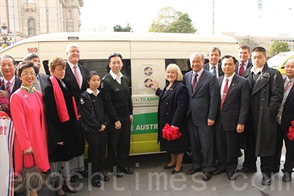 回饋社會 墨爾本台灣商會捐贈救護車