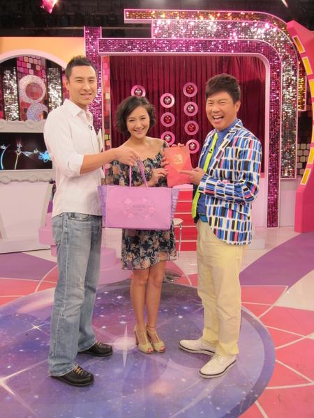 何妤玟与老公Ted、主持人曾国城(图/卫视中文台提供)