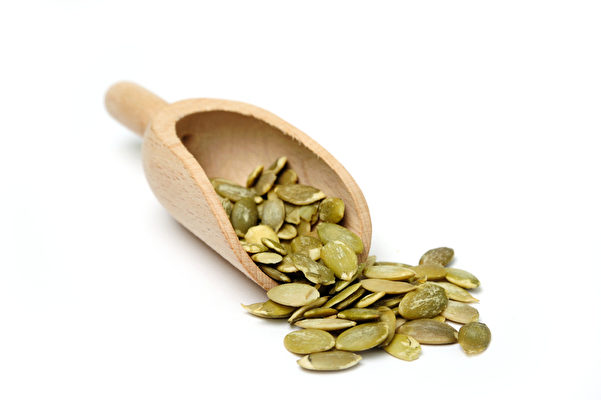 Seeds in a scoop